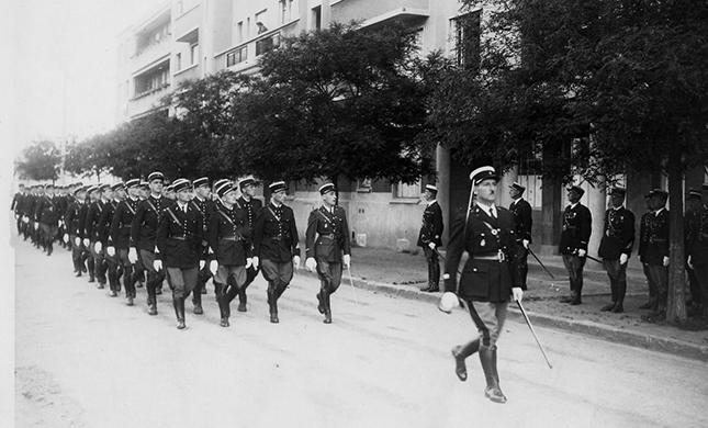 Les gendarmes au plessis robinson ville de plessis robinson - Piscine du plessis robinson ...